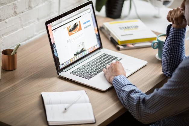 มาตรการส่งเสริมการขายผ่านช่องทางออนไลน์ (e-commerce) ให้แก่วิสาหกิจขนาดกลางและขนาดย่อม (SMEs) และวิสาหกิจชุมชน