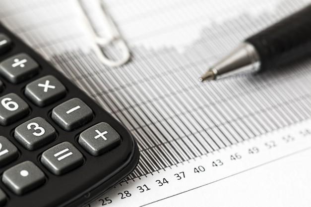 การศึกษาความได้เปรียบเสียเปรียบระหว่างธนาคารพาณิชย์และสถาบันการเงินเฉพาะกิจจากภาระภาษี